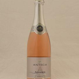 Alliance 2013 är en fruktig, mousserande Blanquette de Limoux rosé, en given apéritif som också passar till pilgrimsmussla och anklever.